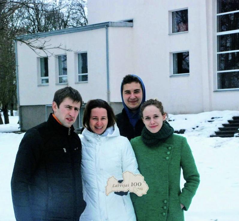 Ģeidānu ģimene pie Zasas kultūras nama